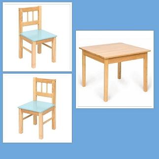 Houten tafel met 2 stoelen blauw