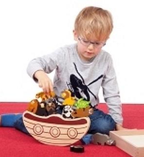 Balancerende boot met houten dieren