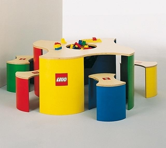Lego speeltafel met 4 krukken