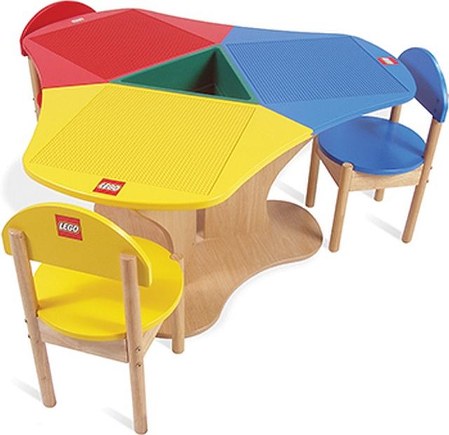 Lego speeltafel triangel met 3 stoelen