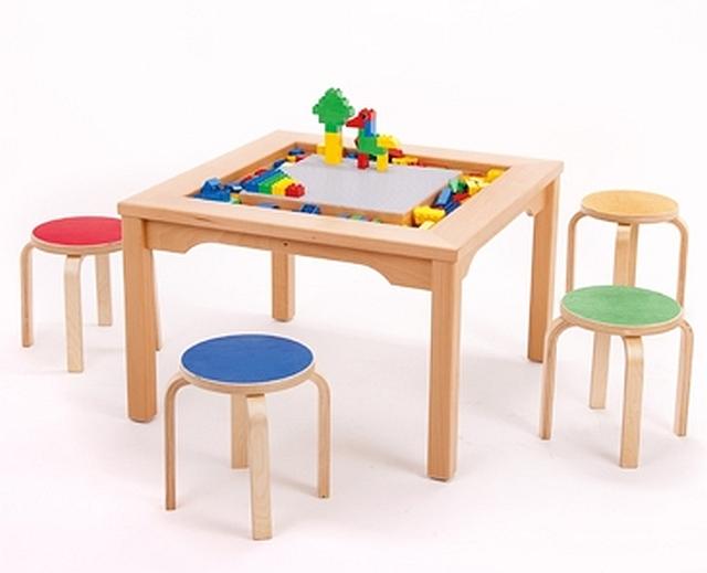 Speeltafel voor Lego en Duplo met 4 gekleurde krukjes