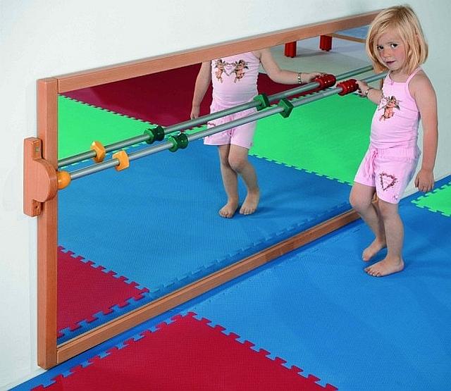 De leer lopen spiegel Set van 5 gekleurde, houten grepen.